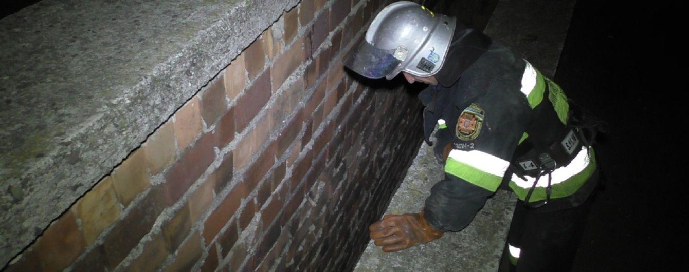 У Чернівцях дівчина вижила після падіння з даху багатоповерхівки