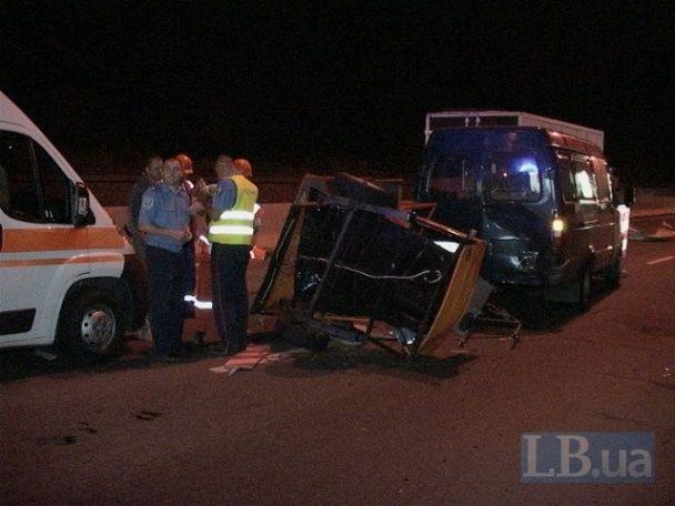 Вантажівка з п'яною компанією на смерть збила дорожнього робітника