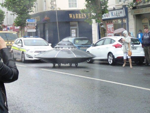 """На ірландській дорозі поліцейські зупинили """"НЛО"""""""