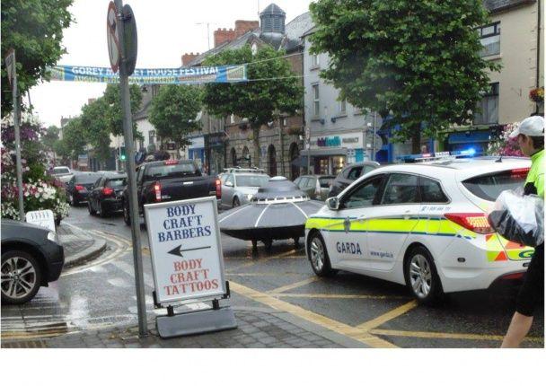 """На ирландской дороге полицейские остановили """"НЛО"""""""