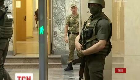 Вооруженные прокуроры ГПУ провели обыски в НАБУ: работники бюро блокировали прокуроров