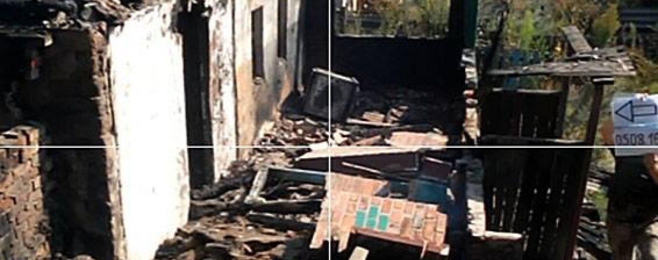 Бойовики забороненими мінометами вщент зруйнували будинок і вбили теля у Зайцевому