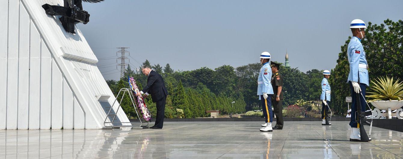 Порошенко вшанував пам'ять героїв Індонезії