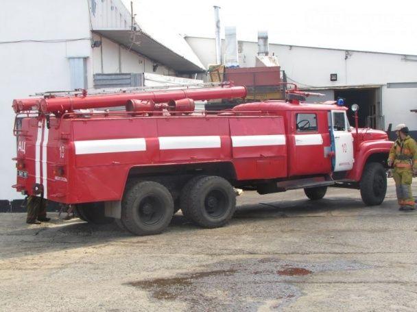 Масштабна пожежа на Запоріжжі: у Мелітополі палає цех з металообробки у приватному секторі
