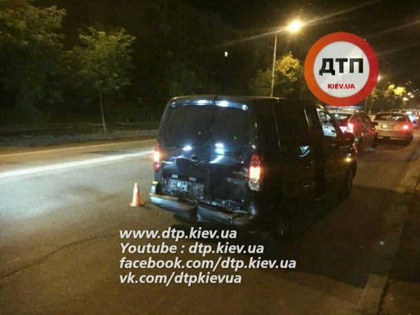 У Києві п'яний водій Toyota влетів у авто з дітьми
