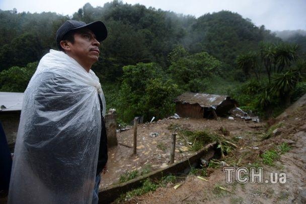 Понівечені будинки та багнюка: у Мексиці потужні зливи та зсуви призвели до смертельних наслідків
