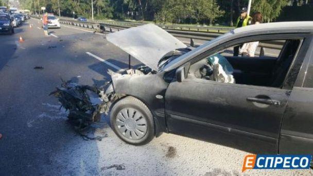 На київському шосе загорівся автомобіль