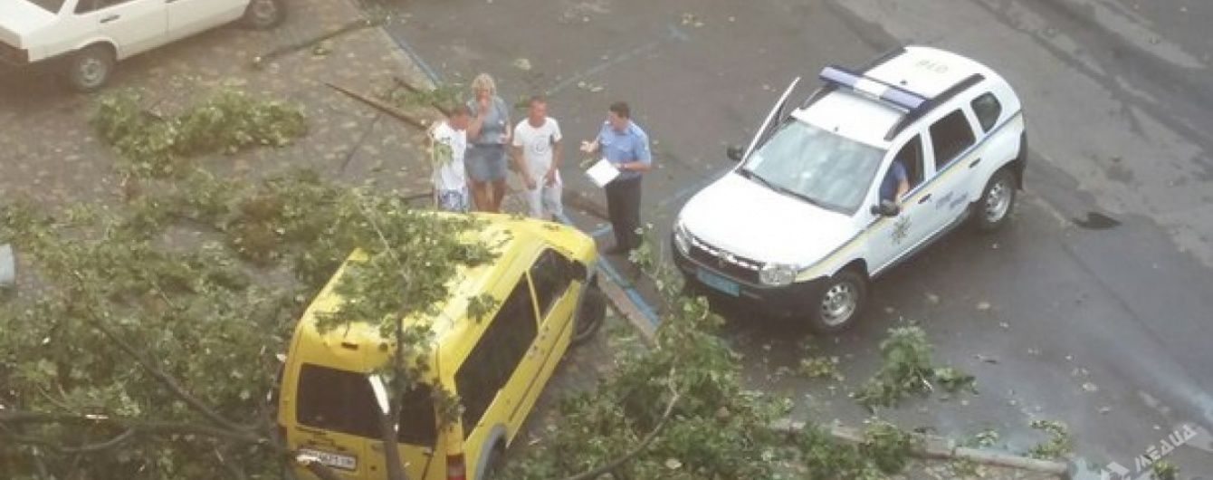 Негода накрила Одеську область: у Затоці впала сцена фестивалю, а блискавка вбила хлопця