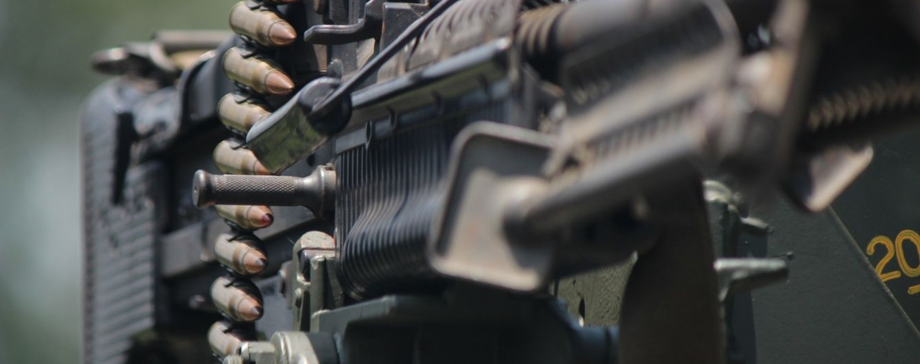 Парасюк із кулеметом шукав Вілкула, а Тетерук обурився гвинтівці: до ВР завезли зброю