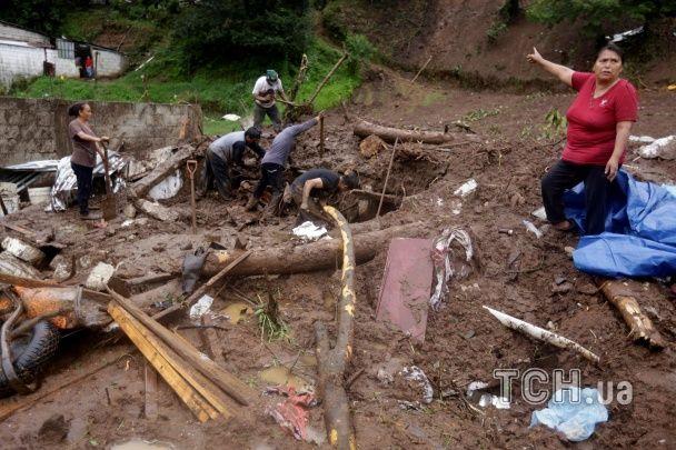 Унаслідок тропічного шторму в Мексиці загинуло чотири десятки осіб