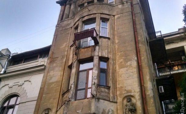 У центрі Одеси обвалились балкони