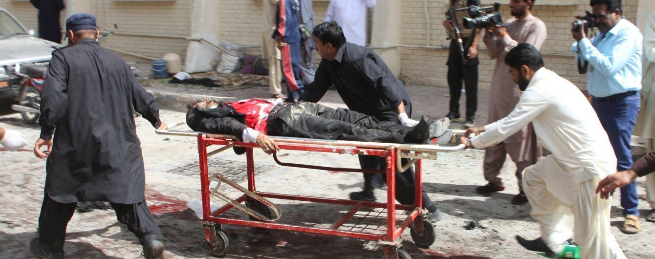 Смертник у Пакистані забрав життя у 30 людей