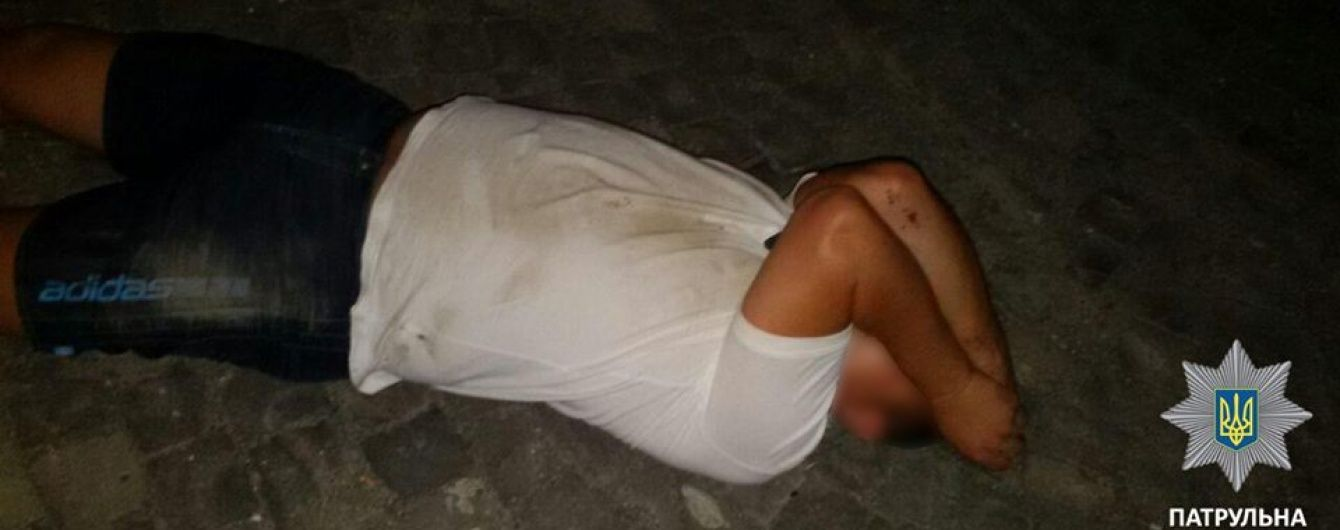 У Мукачевому п'яний керівник райвідділу ДСНС за кермом позашляховика намагався втекти від патрульних