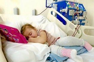 У Великобританії самовідданний батько пожертвував ниркою заради доньки