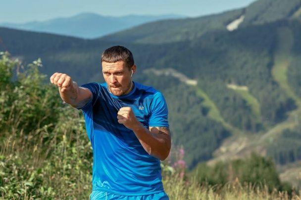 Усик показав, як в Карпатах готується до чемпіонського бою з поляком