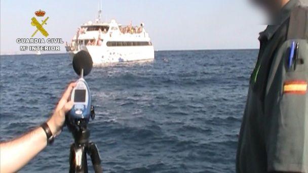 """Лови безсоромників. В Іспанії копи переслідують яхти, на яких """"золота молодь"""" влаштовує оргії"""