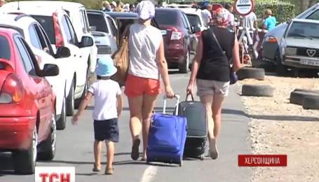Оккупационные власти Крыма открыли два из трех пунктов пропуска на полуостров