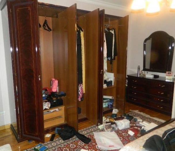 Поліція оприлюднила фото обікраної квартири екс-міністра оборони України