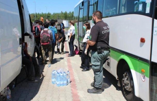 В Угорщині затримали українця, що перевозив нелегалів
