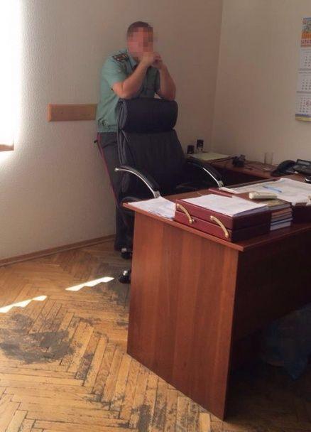 Начальника колонії на Київщині спіймали на хабарі у 400 тисяч гривень