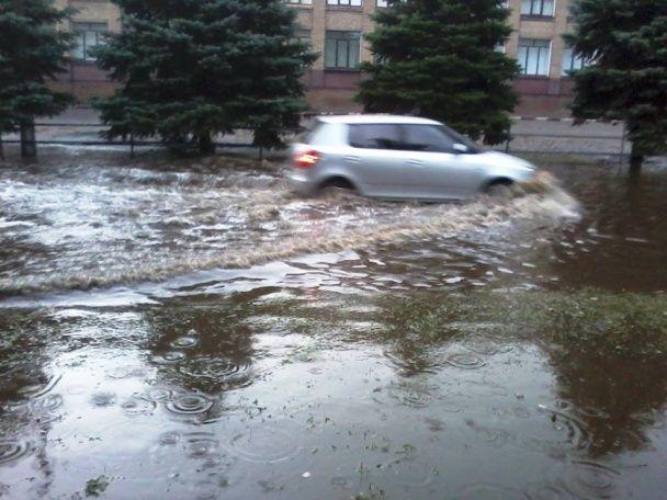 Негода на Дніпропетровщині: десятки знеструмлених населених пунктів та підтоплені вулиці
