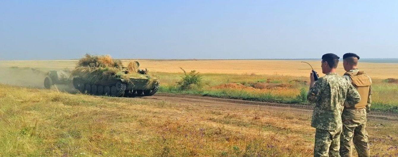 На півдні України стріляють та їздять на танках: морська піхота проводить тренування