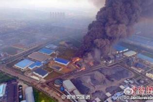 Внаслідок промислового вибуху у Китаї загинула щонайменше 21 людина