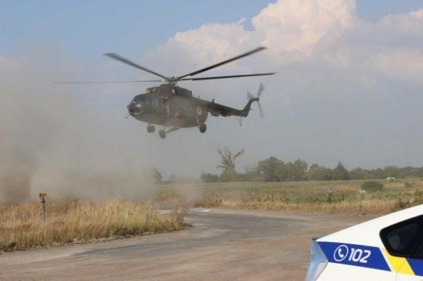 Український винищувач приземлився на автомобільну трасу