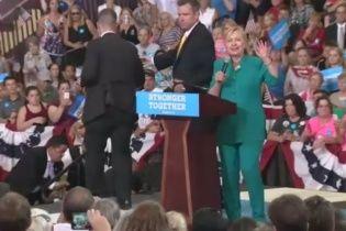 На Клінтон намагалися напасти під час її виступу в Айові