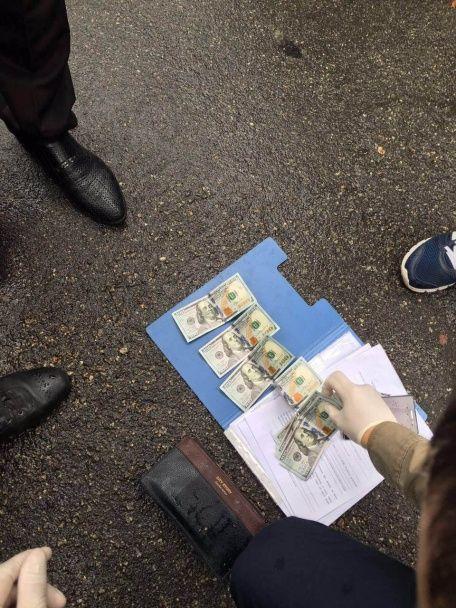 У Києві на хабарі погорів поліцейський із карного розшуку