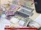 """Зливки золота, пачки доларів та печатки неіснуючих фірм: поліція провела обшуки у керівників банку """"Михайлівський"""""""