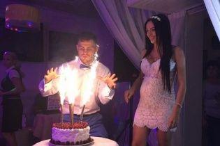 Боксер Берінчик зіграв весілля у Києві