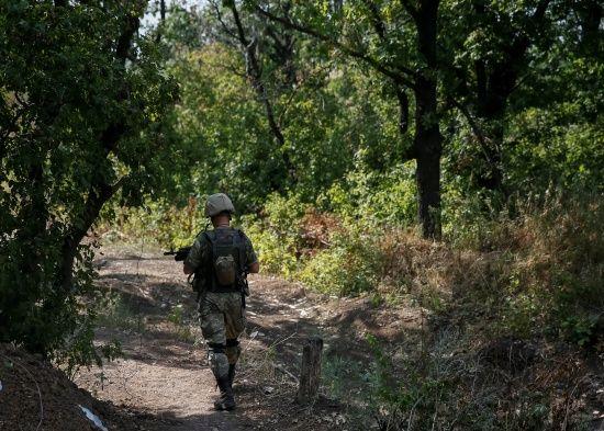 На Донбасі двоє українських бійців отримали поранення. Як минула доба в зоні АТО