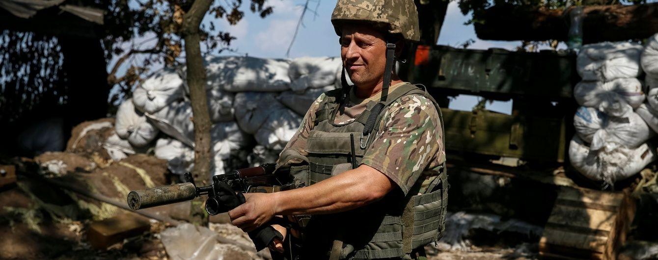 Російські окупанти 18 разів гатили по українських позиціях. Дайджест АТО