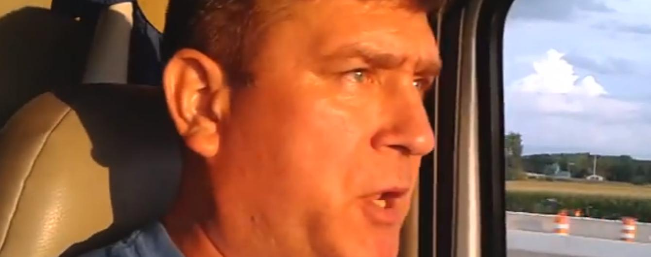 """Співочий далекобійник із США виконав злободенний хіт про """"кримську білочку"""""""