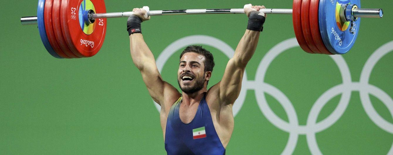 """Іранський важкоатлет виграв """"золото"""" з олімпійським та світовим рекордом. Українець - п'ятий"""