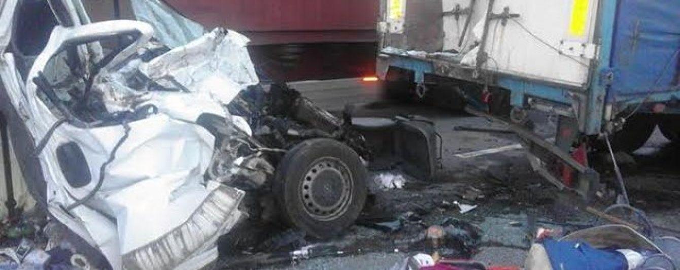 Кривава ДТП на трасі Київ-Одеса: 8 загиблих, серед них дитина