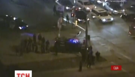 С поджогами, камнями и выстрелами: в США люди протестуют из-за застреленного подозреваемого