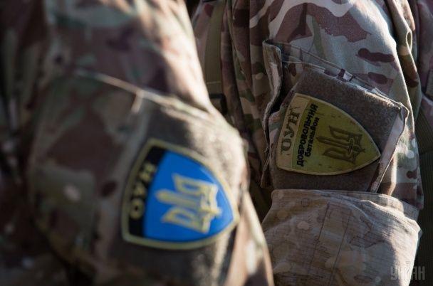 Добровольці ОУН пройшли маршем центром Києва і знесли паркан у Водогоні