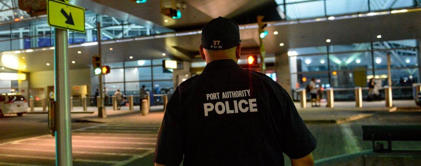 "Нью-йоркський аеропорт призупинив роботу через фейкову ""стрілянину"""