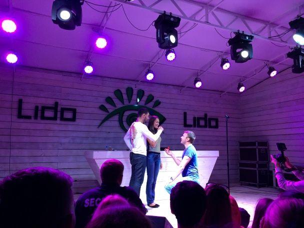 На концерте Козловского зритель романтично сделал предложение руки и сердца своей любимой