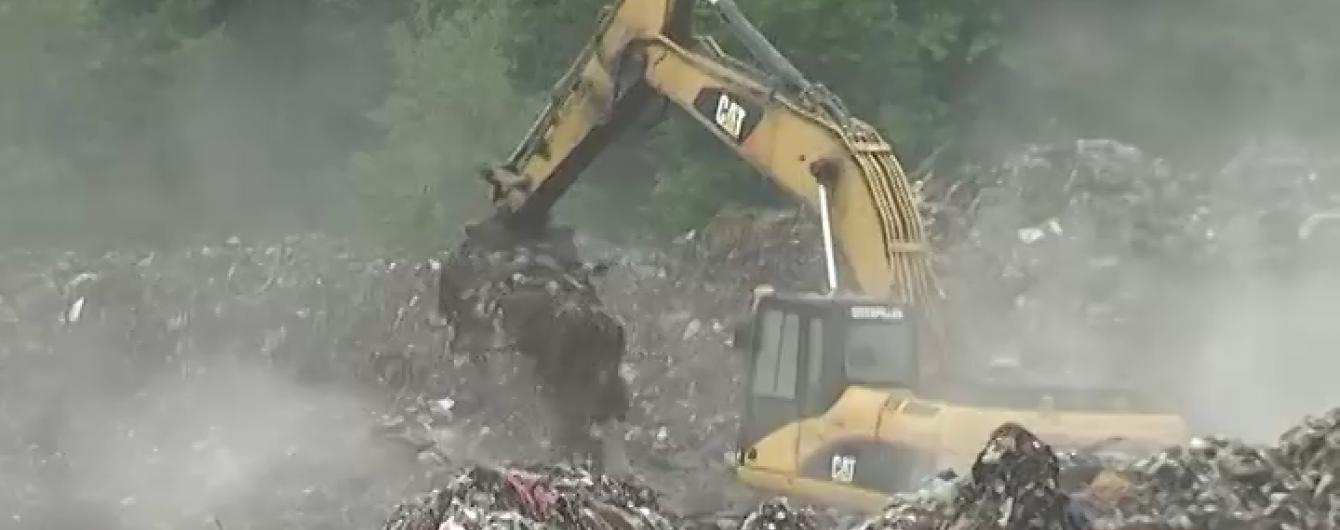 Миколаївські депутати заблокували вантажівки зі львівським сміттям