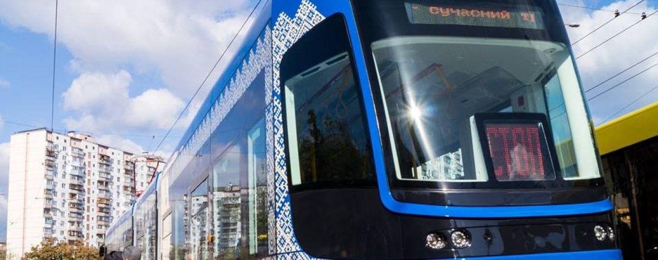 У Києві з'явився безшумний трамвай з кондиціонером, Wi-Fi та зарядкою для телефону