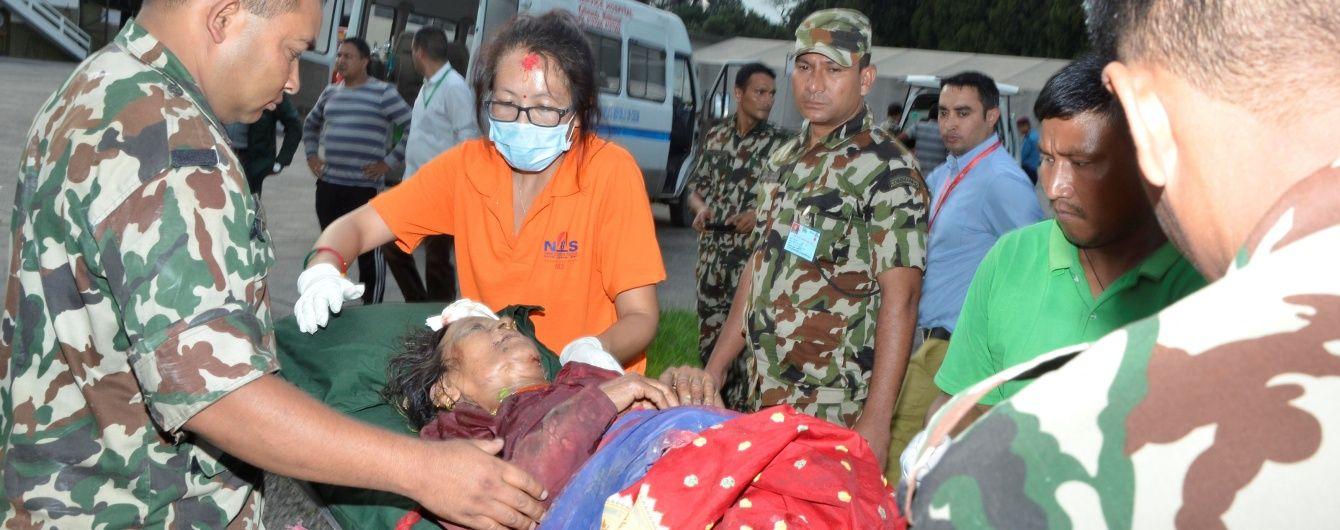У Непалі переповнений автобус впав у прірву з висоти 150 метрів