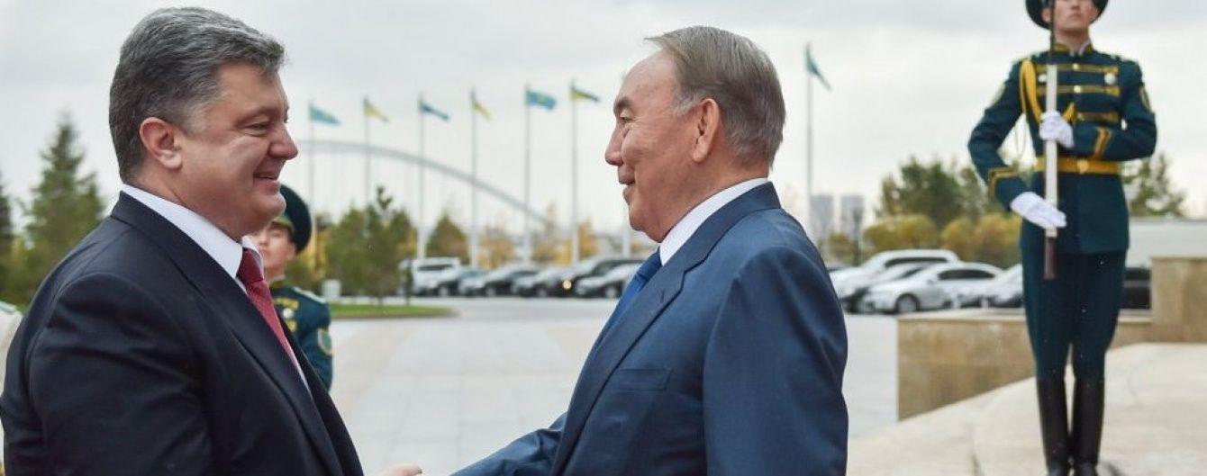 Назарбаєв під час розмови з Путіним розповів про схильність Порошенка до компромісів