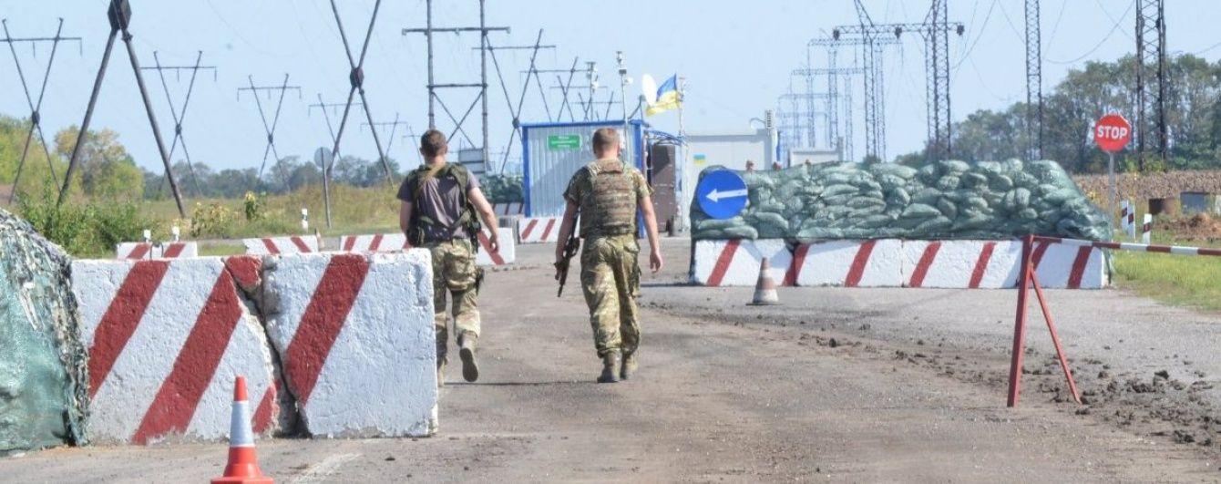 """На Луганщині нацгвардійці затримали авто із російським військовим та бойовиком """"ЛНР"""""""