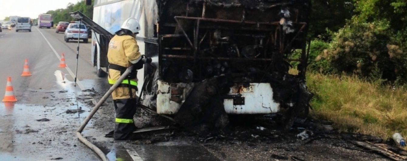 У Криму загорівся автобус із туристами