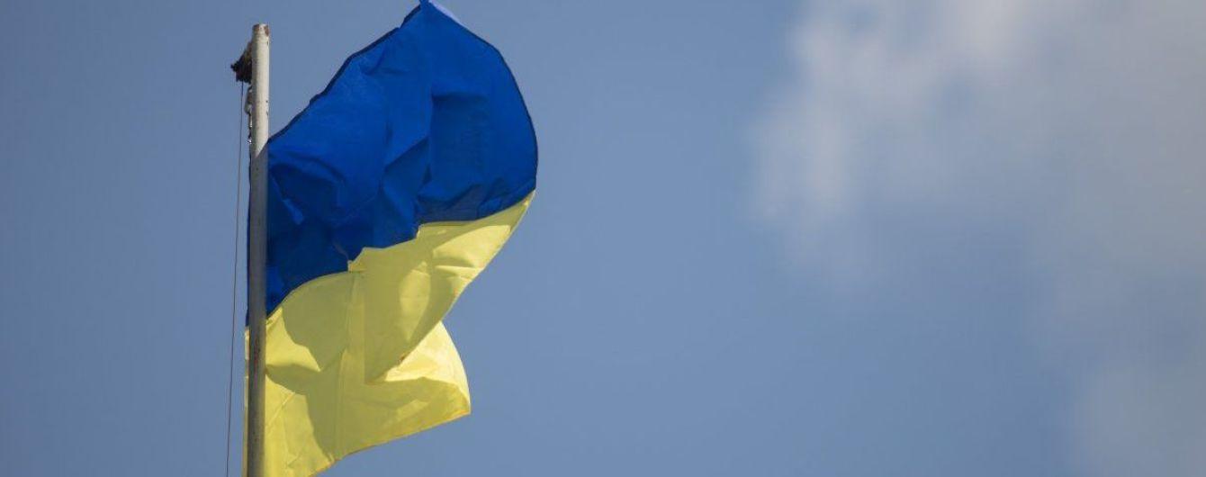 Міста України в День Прапора ставили рекорди величезними і оригінальними стягами