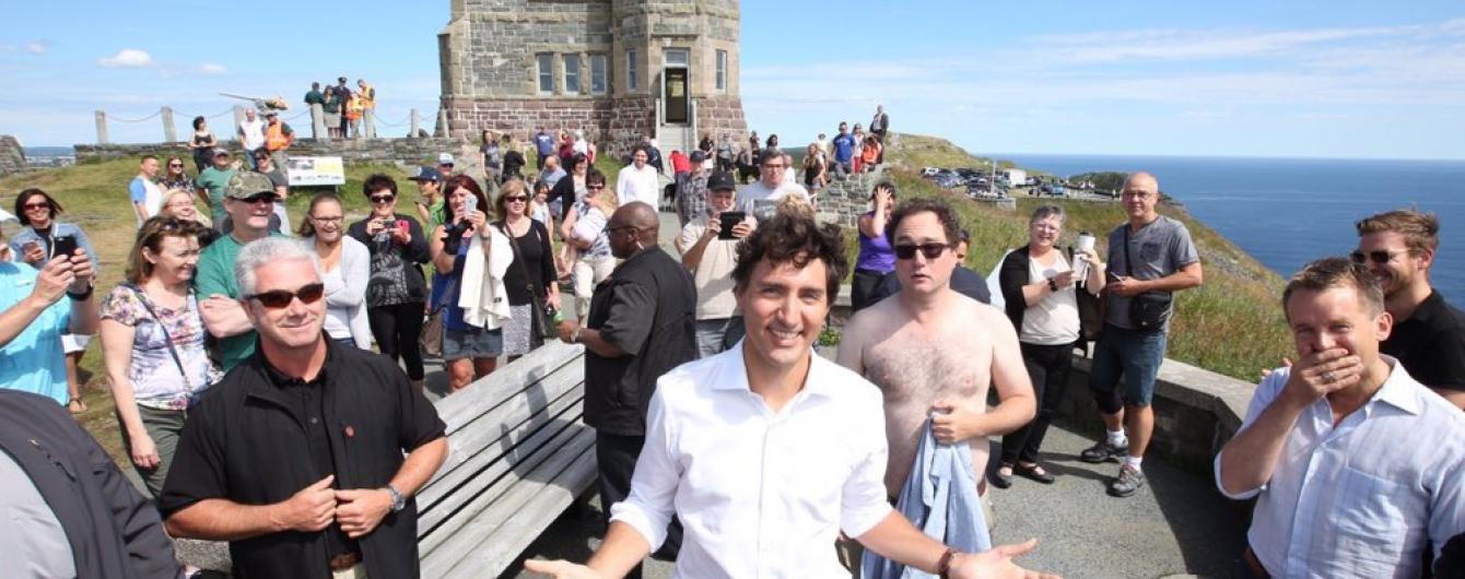 Чоловік із оголеним торсом зробив фотобомбу із канадським прем'єром Трюдо