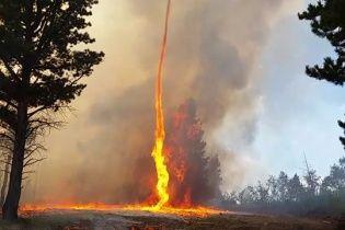 У Колорадо пожежник зняв на відео страхітливе вогняне торнадо